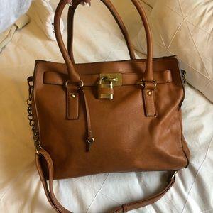 Tan tote purse